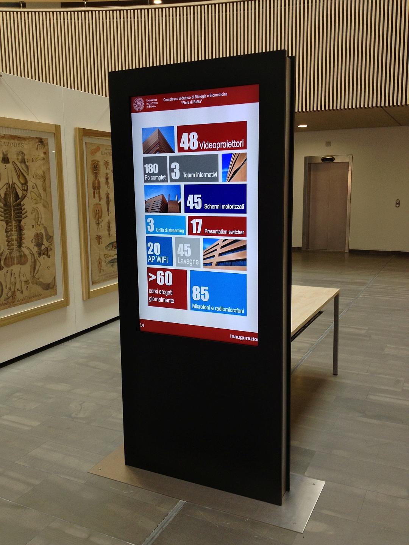 Totem informativi Indoor Università di Udine - HDDS Vision