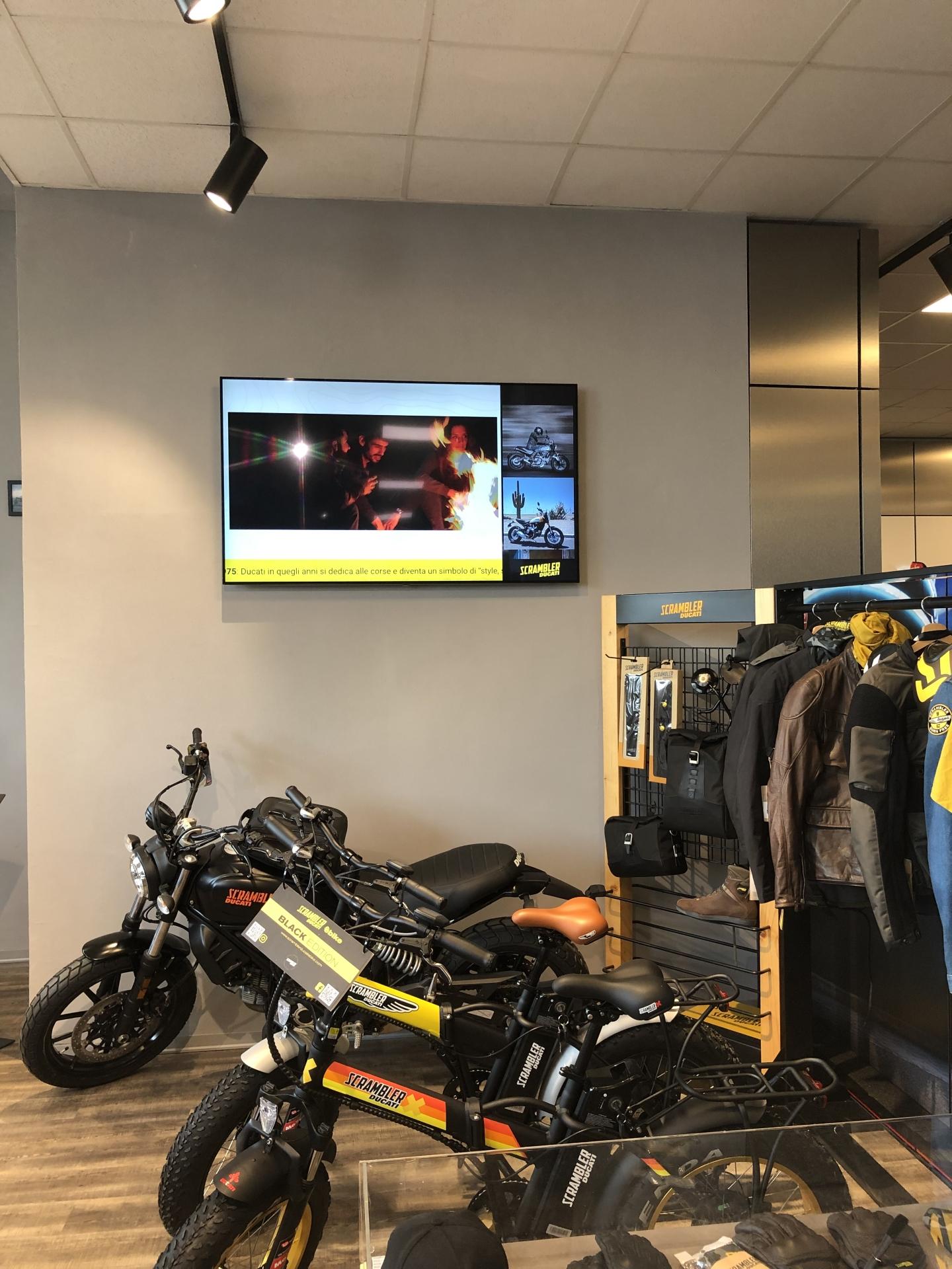 Digital Signage Ducati store Firenze - HDDS Vision